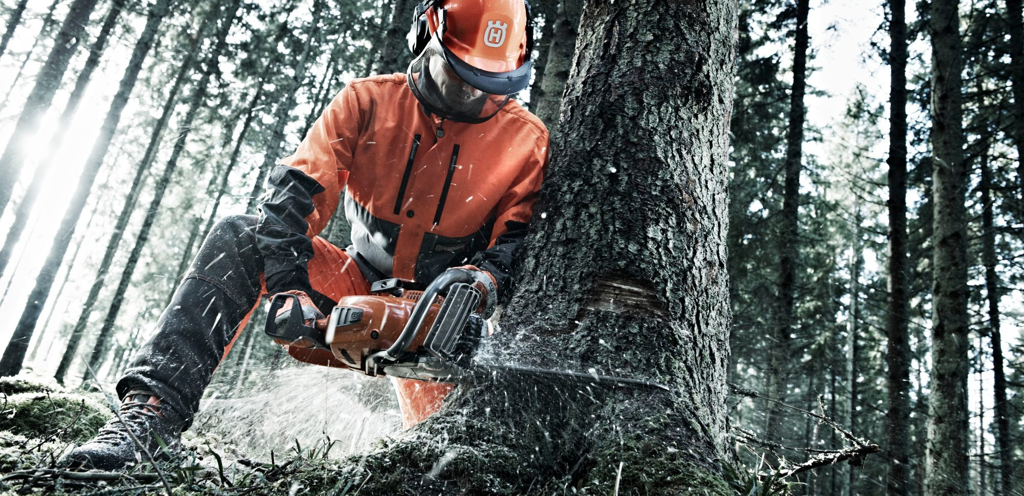 Husqvarna-chainsaw-wood-2